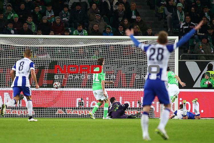 22.02.2015, Volkswagen Arena, Wolfsburg, GER, 1.FBL, VfL Wolfsburg vs Hertha BSC, im Bild  Julian Schieber (Hertha #16) trifft zum 1 zu 1 ausgleich <br /> <br /> Foto &copy; nordphoto / Schrader