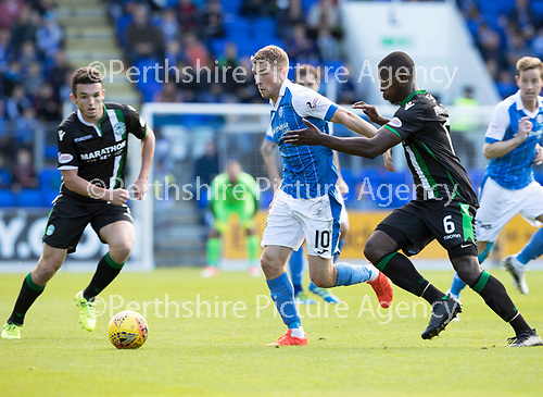St Johnstone v Hibs &hellip;09.09.17&hellip; McDiarmid Park&hellip; SPFL<br />David Wotherspoon holds off Marvin Bartley<br />Picture by Graeme Hart.<br />Copyright Perthshire Picture Agency<br />Tel: 01738 623350  Mobile: 07990 594431