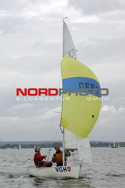 Weltmeisterschaft der Flying Junior am Duemmer See <br /> 1. Wettfahrt 25.07.2005 <br /> <br /> Sieger der ersten Wettfahrt Peter Wander und Gisa Wortberg ( GER 361) <br /> <br /> Foto: &copy; nordphoto