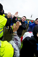 The Jamboree stewards are greeting all the scouts when they arrive to the opening ceremony. Photo: Fredrik Sahlström/Scouterna