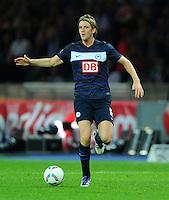 1. Oktober 2011: Berlin, Olympiastadion: Fussball 1. Bundesliga, 8. Spieltag: Hertha BSC - 1. FC Koeln: Berlins Peter Niemeyer am Ball.