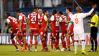 ENVIGADO -COLOMBIA-21-09-2014. Jugadores de Independiente Santa Fe celebran un gol anotado a Envigado FC durante partido por la fecha 10 de la Liga Postobón II 2014 realizado en el Polideportivo Sur de la ciudad de Envigado./ Players of Independiente Santa Fe celebratea goal scored to Envigado FC during match for the 10th date of the Postobon League II 2014 at Polideportivo Sur in Envigado city.  Photo: VizzorImage/Luis Ríos/STR