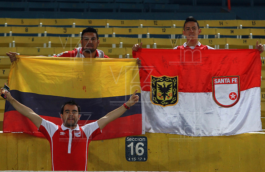 GUADALAJARA -  MEXICO - 17-02-2015: Los hinchas del Independiente Santa Fe de Colombia, durante partido entre Atlas FC de Mejico e Independiente Santa Fe de Colombia de la segunda fase, grupo 1, fecha 1 de la Copa Bridgestone Libertadores en el estadio Jalisco, de la ciudad de Guadalajara. / Fans of Independiente Santa Fe of Colombia, during a match between Atlas FC of Mejico and Independiente Santa Fe of Colombia for the second phase, group 1, date 1 of the Copa Bridgestone Libertadores in the Jalisco stadium in Guadalajara city. Photos: VizzorImage / Jorge Barajas JamMedia / Cont.
