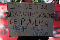 RIO DE JANEIRO, RJ, 21.05.2015 - UERJ-PROTESTO - Manifestação de estudantes da UERJ em direção ao Palácio Guanabara, em Laranjeiras, zona sul da cidade, nesta quinta-feira, 21. (Foto: Gustavo Serebrenick/Brazil Photo Press)