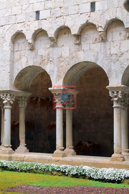 Girona Temps de Flors.<br /> 62a Exposicio de Flors, Monuments, Patis i Jardins.<br /> Monastir de Sant Pere de Galligants-Museu d'Arqueologia.