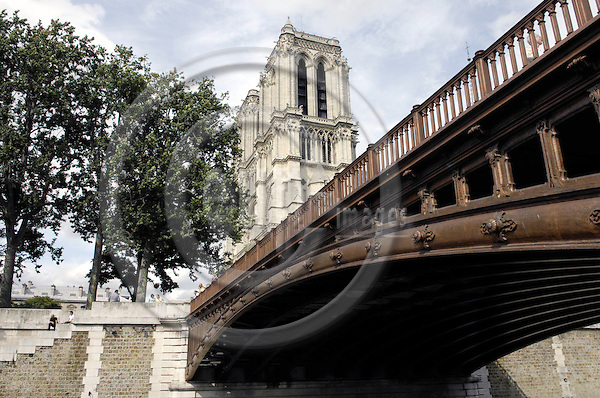 Paris-France, 05 July 2008 -- Notre Dame, Gothic - Roman Catholic cathedral, with the bridge Pont au Double -- Photo: Horst Wagner / eup-images