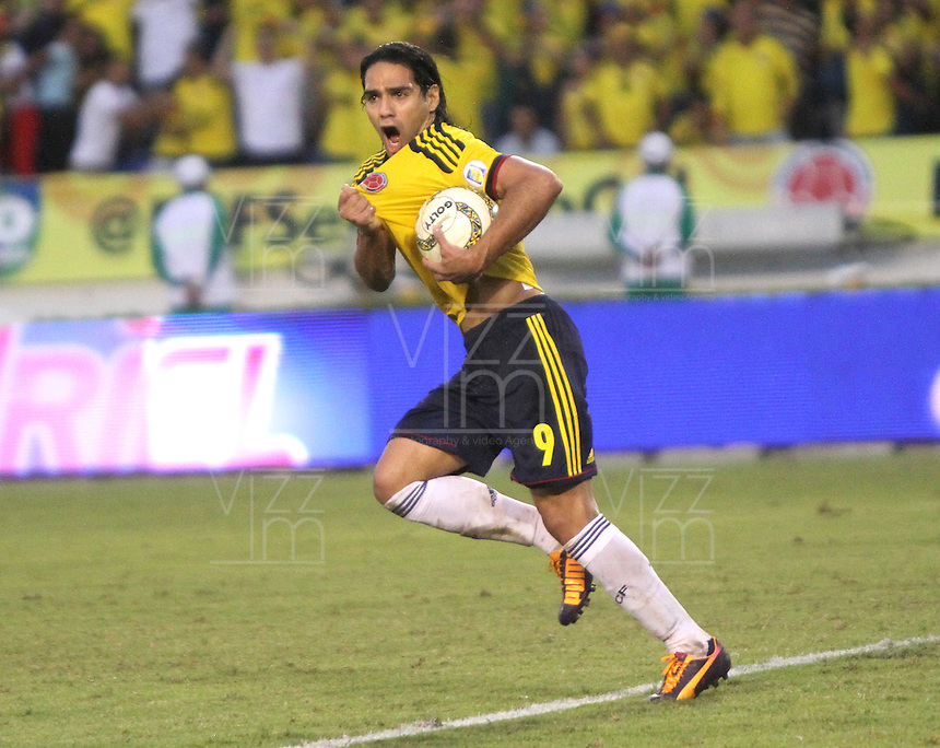 BARRANQUILLA -COLOMBIA- 11 -10-2013. Falcao de Colombia celebra su 1 gol  convertido de penalty  contra  Chile ,partido correspondiente para las eliminatorias al mundial de Brasil 2014 disputado en el estadio Metropolitano de Barranquilla   / Radamel Falcao Garcia Player of Colombia celebrates his goal scored again st Ecuador, game for the World Cup qualifiers for Brazil 2014 match at the Metropolitano stadium in Barranquilla .Photo: VizzorImage / Felipe Caicedo/ Staff