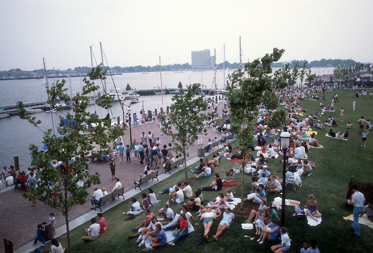 1984 June..Redevelopment.Downtown South (R-9)..PEOPLE AT WATERSIDE...NEG#.NRHA#..