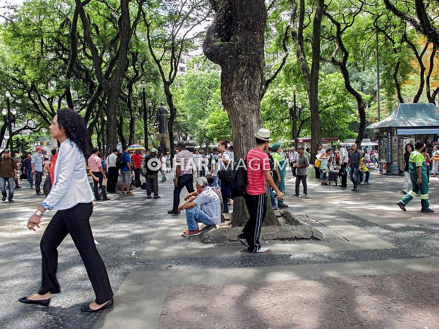 Estudo do Meio - Visita ao Centro de São Paulo. Colégio Pentágono. 22/02/2017. Praça da Se. Foto: Luíza Lucchetti