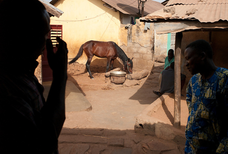 Les cavaliers de Djougou ont &eacute;tabli leur Quartier G&eacute;n&eacute;ral chez Moussilini T. Congacou, pr&eacute;sident de leur association. <br />  <br /> The horsemen of Djougou have established their Headquarters at the home of Moussilini T. Congacou, president of their association.