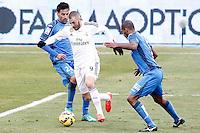 Getafe's  Juan Rodriguez (l) and Naldo Gomes (r) and Real Madrid's Karim Benzema during La Liga match.January 18,2013. (ALTERPHOTOS/Acero) /NortePhoto<br /> NortePhoto.com