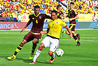 BARRANQUILLA - COLOMBIA -01-09-2016: Carlos Bacca (Der) jugador de Colombia disputa el balón con Oswaldo Vizcarrondo (Izq) jugador de Venezuela durante partido de la fecha 7 para la clasificación sudamericana a la Copa Mundial de la FIFA Rusia 2018 jugado en el estadio Metropolitano Roberto Melendez en Barranquilla./  Carlos Bacca (R) player of Colombia fights the ball with Oswaldo Vizcarrondo (L) player of Venezuela during match of the date 7 for the qualifier to FIFA World Cup Russia 2018 played at Metropolitan stadium Roberto Melendez in Barranquilla. Photo: VizzorImage / Alfonso Cervantes / Cont