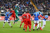 Torwart Kenneth Kronholm (Holstein Kiel) haelt - 28.10.2017: SV Darmstadt 98 vs. Holstein Kiel, Stadion am Boellenfalltor, 2. Bundesliga