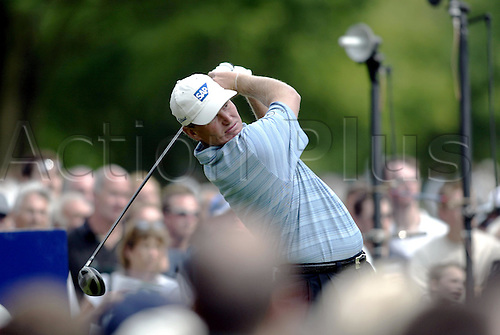 30 May, 2004: South African golfer ERNIE ELS (RSA) tees off from the 12th tee during the second round of the Volvo PGA Championship at Wentworth Photo: Glyn Kirk/Action Plus...golf  player 040528 gallery crowd spectators