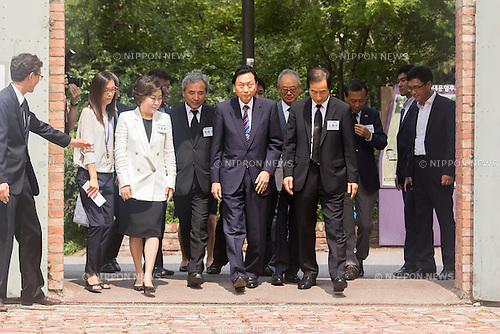 Yukio Hatoyama, Aug 12, 2015 : Japan's former Prime Minister Yukio Hatoyama (C) arrives to visit the Seodaemun Prison History Hall in Seoul, South Korea. The Seodaemun Prison History Hall was a prison where Japan had imprisoned Korean fighters for independence during Japan's colonial rule of Korea from 1910-1945. (Photo by Lee Jae-Won/AFLO) (SOUTH KOREA)
