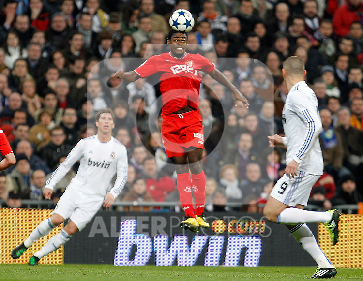 Sevilla's Christian Ndri Romaric (c) and Real Madrid's Sergio Ramos (l) and Karim Benzema during Spanish King's Cup match.February 2,2011. (ALTERPHOTOS/Acero)