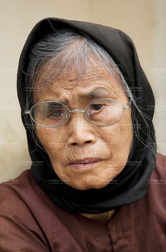 Vietnam. Ha Tay province. Lai Xa. Portrait of an old blind woman, wearing a headscarf on her face. Lai Xa is a typical hamlet (village) and is part of the Kim Chung commune located 15 km west of Hanoi. 06.04.09 © 2009 Didier Ruef