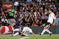 02/09/2012 - Liga Football Spain, FC Barcelona vs. Valencia CF Matchday 3 - Adriano, left defense from FC Barcelona centers the ball in the presence of Guardado (right) and Victor Ruiz (middle)