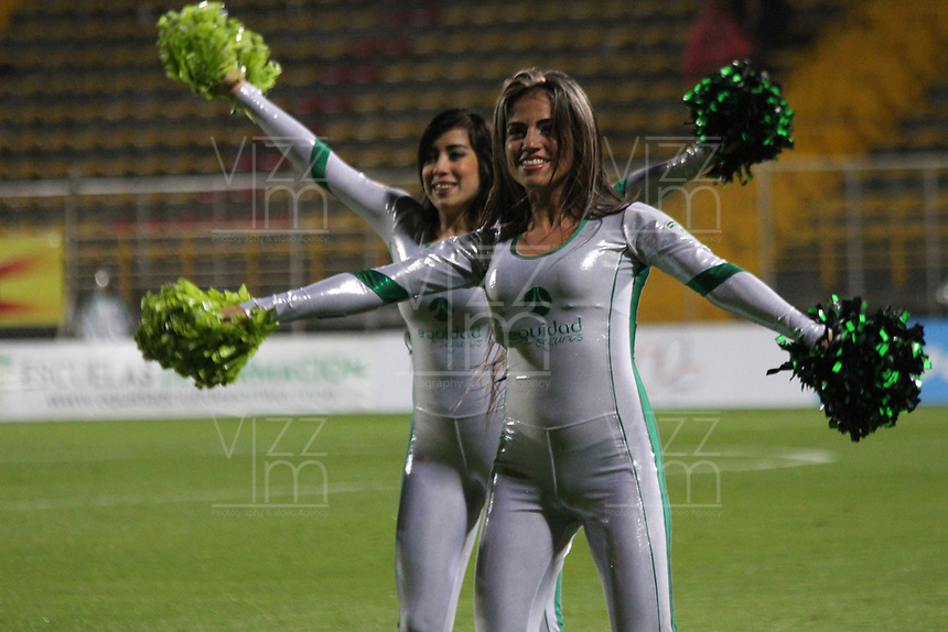 BOGOTA -COLOMBIA, 10-05-2017. Cheerleaders of Equidad during match Equidad and Santa Fe.Action game between Equidad and Independiente Santa Fe  during match for the date 17 of the Aguila League I 2017 played at Metropolitano de Techo  stadium . Photo:VizzorImage / Felipe Caicedo  / Staff