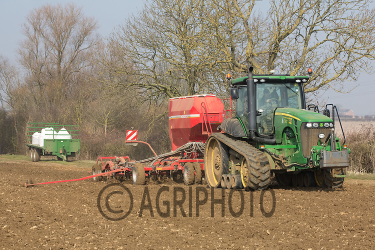 Drilling Spring Barley in Lincolnshire.Picture Tim Scrivener date taken 5th March 2013.mobile 07850 303986 e-mail tim@agriphoto.com.....covering agriculture in the Uk....