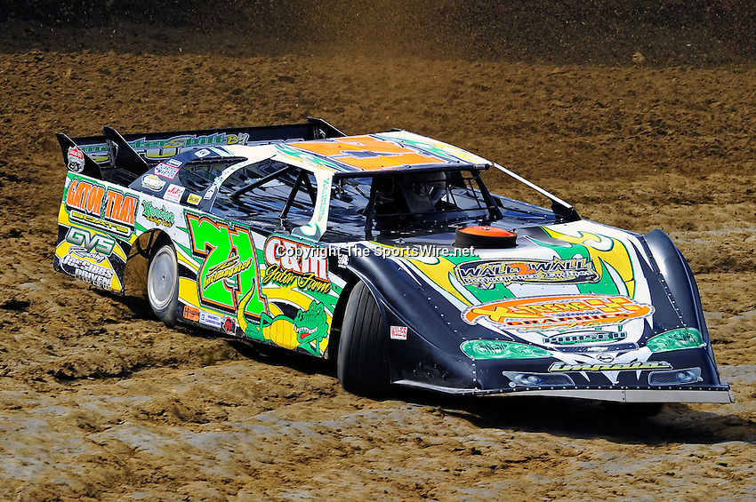 Feb 06, 2010; 1:10:04 PM; Gibsonton, FL., USA; The Lucas Oil Dirt Late Model Racing Series running The 34th Annual Dart WinterNationals at East Bay Raceway Park.  Mandatory Credit: (thesportswire.net)