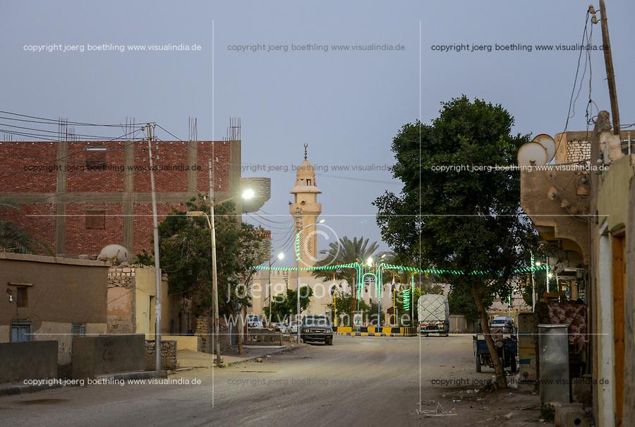 EGYPT, oasis El-Wahat el-Bahariya, Bawiti, mosque / AEGYPTEN, Oase Bahariyya, Bawiti, Moschee