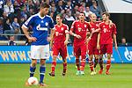 Duitsland, Gelsenkirchen, 22 september  2012.Seizoen 2012/2013.Bundesliga.Schalke 04-Bayern Munchen 0-2.Klaas Jan Huntelaar van Schalke 04 baalt van het spel van Schalke.Arjen Robben viert een feestje na de 0-2 van Thomas Muller