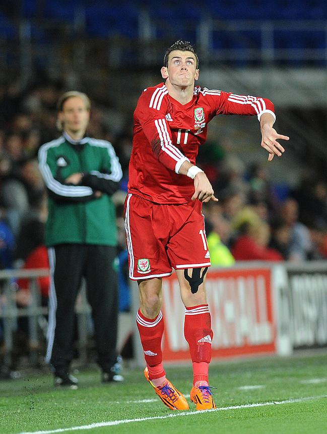 Wales Gareth Bale in action during todays match  <br /> <br /> Photo by Ashley Crowden/CameraSport<br /> <br /> Football - International Friendly - Wales v Finland - Saturday 16th November 2013 - Cardiff City Stadium - Cardiff<br /> <br /> &copy; CameraSport - 43 Linden Ave. Countesthorpe. Leicester. England. LE8 5PG - Tel: +44 (0) 116 277 4147 - admin@camerasport.com - www.camerasport.com