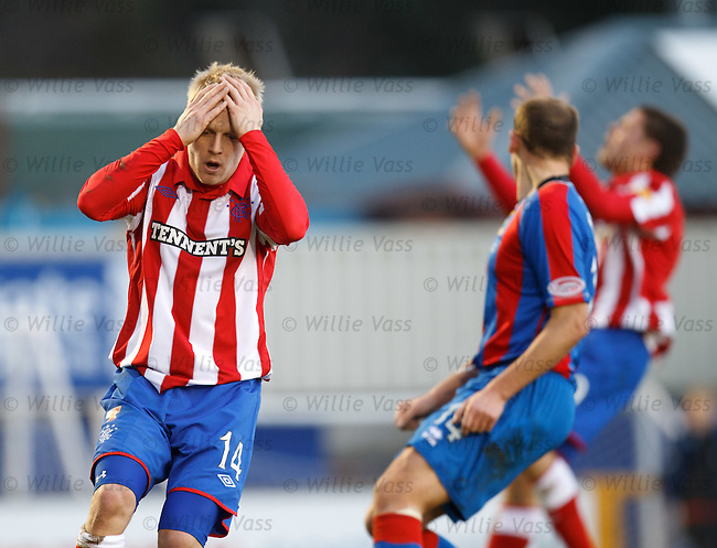 Steven Naismith reacts after he misses a sitter in fromt of goal