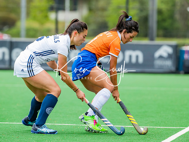 BLOEMENDAAL -   Pili Romang (Bldaal) met Stella van Gils (Pin)    , Libera hoofdklasse hockey Bloemendaal-Pinoke (0-0). COPYRIGHT KOEN SUYK