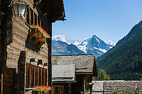 Switzerland, Canton Valais, Ayer VS at Val d'Anniviers: historic houses, at background at right summit Besso, 3.668 m; left summit Zinalrothorn, 4.221 m and the Moming Glacier (Glacier de Moming), further right summit Ober Gabelhorn (Obergabelhorn), 4.063 m in the Valais Alps | Schweiz, Kanton Wallis, Ayer VS im Val d'Anniviers (Eifischtal): historische Haeuser, im Hintergrund rechts der Besso, 3.668 m; links das Zinalrothorn, 4.221 m und der Mominggletscher (Glacier de Moming), ganz rechts hinten das Ober Gabelhorn (Obergabelhorn), 4.063 m in den Walliser Alpen