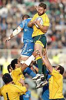 Sergio Parisse, Scott Higginbotham.Firenze 24/11/2012 Artemio Franchi Stadium .Rugby test match .Italia vs Australia / Italy Vs Australia.Photo Matteo Ciambelli /