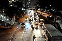 SAO PAULO, SP, 11.06.2014 - TRANSITO CAPITAL PAULISTA - Transito intenso na Marginal Pinheiros em Sao Paulo nesta quarta-feira, 11 (Foto: Kevin David / Brazil Photo Press).