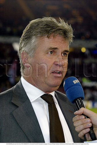 GUS HIDDINK gives an interview, PSV EINDHOVEN 0 v Arsenal FC 4, UEFA Champions League, Group A, Phillips Stadium, Eindhoven, Netherlands, 020925. Photo: Neil Tingle/Action Plus...2002.Football soccer .manager managers coach coachs.portrait.interviews interviewing..................... ........................