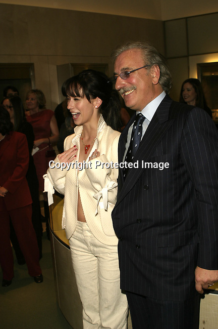 Jennifer Love Hewitt &amp; Roberto Coin<br />ARIEL'S HEART OF HOPE <br />Neiman Marcus<br />Beverly Hills, CA, USA<br />Wednesday, December 10, 2003   <br />Photo By Celebrityvibe.com/Photovibe.com