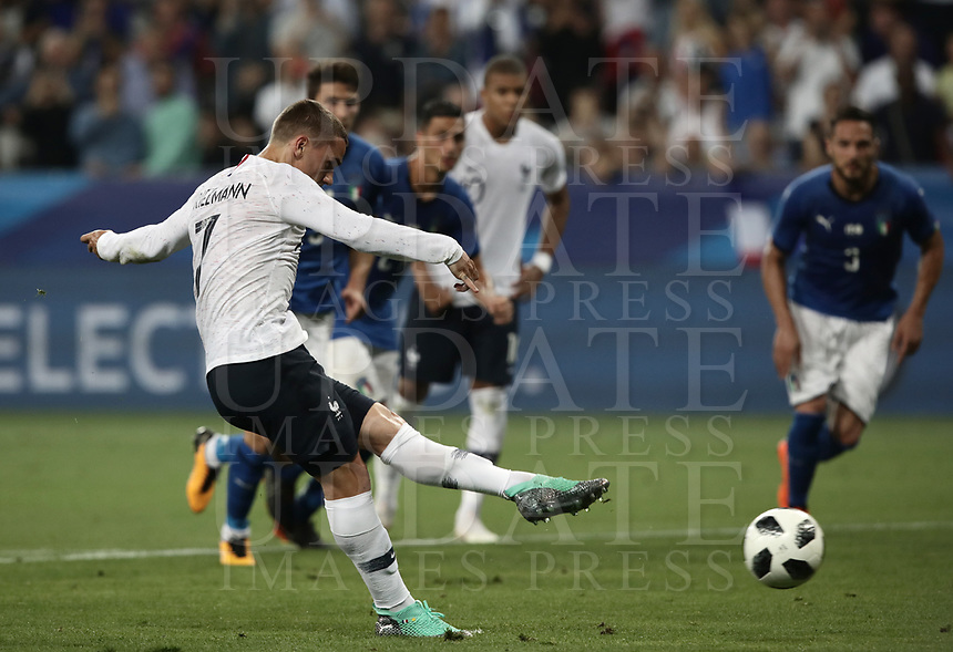 International friendly football match France vs Italy, Allianz Riviera, Nice, France, June 1, 2018. <br /> France's Antoine Griezmann kicks a penalty and scores during the international friendly football match between France and Italy at the Allianz Riviera in Nice on June 1, 2018.<br /> UPDATE IMAGES PRESS/Isabella Bonotto