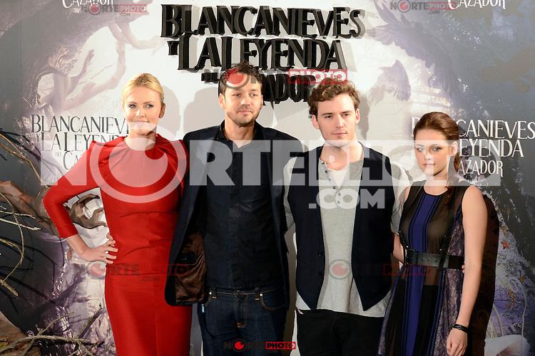 Kristen Stewart, Charlize Theron, Sam Claflin y el Director Rupert Sanders asisten al photocall de la pelicula 'Blancanieves y la Leyenda del Cazador' en la Casa America de Madrid.             ----------------------------Kristen Stewart, Charlize Theron, Sam Claflin and the Director Rupert Sanders attend the photocall of the movie 'Snow White and the Huntsman' at the Casa America in Madrid *NortePhoto*<br />  **CREDITO OBLIGATORIO** .*No*venta*a*terceros*.*No*sale*to*third*<br />  SOLO VENTA EN MEXICO y USA