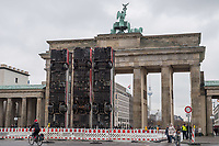"""Die temporaeren Skulptur """"Monument"""" von Manaf Halbouni auf dem Platz des 18. Maerz vor dem Brandenburger Tor.<br /> Im Rahmen des 3. Berliner Herbstsalons<br /> Mit Manaf Halbouni (Kuenstler), Kultursenator Dr. Klaus Lederer (Schirmherr der Skulptur Monument) und Shermin Langhoff (Intendantin Maxim Gorki Theater) wurde am Freitag den 10 November 2017 die Skultur vor dem Brandenburger Tor der Oeffentlichkeit vorgestellt.<br /> 10.11.2017, Berlin<br /> Copyright: Christian-Ditsch.de<br /> [Inhaltsveraendernde Manipulation des Fotos nur nach ausdruecklicher Genehmigung des Fotografen. Vereinbarungen ueber Abtretung von Persoenlichkeitsrechten/Model Release der abgebildeten Person/Personen liegen nicht vor. NO MODEL RELEASE! Nur fuer Redaktionelle Zwecke. Don't publish without copyright Christian-Ditsch.de, Veroeffentlichung nur mit Fotografennennung, sowie gegen Honorar, MwSt. und Beleg. Konto: I N G - D i B a, IBAN DE58500105175400192269, BIC INGDDEFFXXX, Kontakt: post@christian-ditsch.de<br /> Bei der Bearbeitung der Dateiinformationen darf die Urheberkennzeichnung in den EXIF- und  IPTC-Daten nicht entfernt werden, diese sind in digitalen Medien nach §95c UrhG rechtlich geschuetzt. Der Urhebervermerk wird gemaess §13 UrhG verlangt.]"""