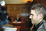 Ivan Klasnic - dreimal die Woche zur Blutwaesche - so lautet die Diagnose beim ehemaligen Werder Stuermer. Ivan ist auf eine neue Niere angwiesen - die von seinem Vater 2007 transplantierte Niere arbeitet nicht mehr. Nun wartet er auf eine neue Niere<br /> Archiv aus: <br />  Prozessbeginn um Ivan Klasnic (CRO). Der ehemalige Werder Bremen Profi verklagt die medizinische Abteilung auf Schmerzensgeld und Schadensersatz. Im Bremer Landgericht beginnt in Bremen am 17.04.2009 der Prozess, nachdem ein aussergerichtlicher Vergleich gescheitert ist.<br /> <br /> Ivan Klasnic (CRO) und sein Anwalt Teichner sitzen vor dem Gericht.<br /> <br /> Foto © nph (  nordphoto  )