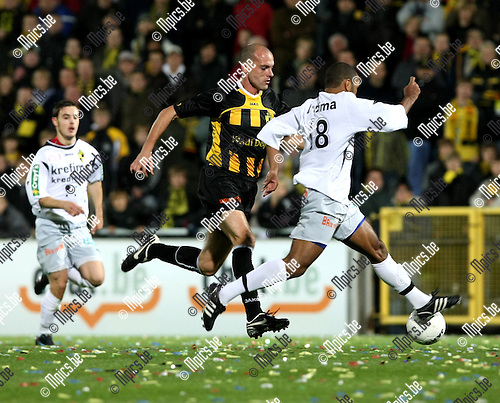 2008-10-04 / Voetbal / Lierse SK - Tournai / Jurgen Cavens (Lierse) met Olungolomani (r)..Foto: Maarten Straetemans (SMB)