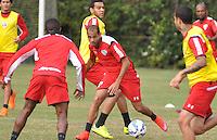 SÃO PAULO,SP, 29.05.2015 - FUTEBOL-SÃO PAULO - Carlinhos do São Paulo durante treinamento do São Paulo no CT da Barra Funda, zona oeste nesta sexta-feira, 29  (Foto: Bruno Ulivieri/Brazil Photo Press)