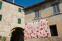 Italien, Umbrien, Bergdorf Calvi dell'Umbria, Wandbild (Murales)