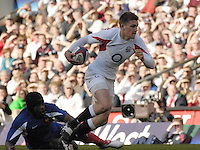Twickenham, GREAT BRITAIN, Toby FLOOD leaves Serge BETSEN floored, during the England vs France Six Nations Rugby International at Twickenham Stadium England on Sunday 11.03.2007,  [Photo Peter Spurrier/Intersport Images]