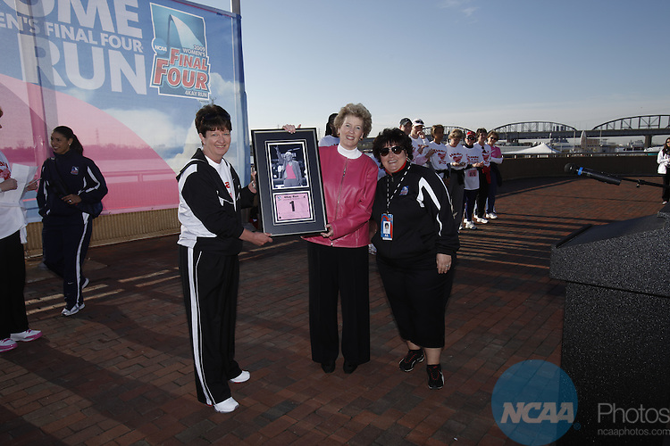 04 APR 2009:  The 4Kay Run takes place as part of the NCAA Women's Final Four in St. Louis, MO.  Trevor Brown Jr./NCAA Photos