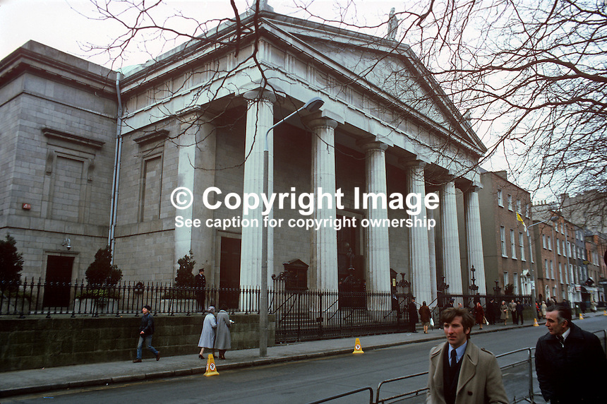 Roman Catholic Pro Cathedral, Dublin, Rep of Ireland, 19820500043..Copyright Image from Victor Patterson, 54 Dorchester Park, Belfast, UK, BT9 6RJ.  Tel: +44 28 90661296  Mobile: +44 7802 353836.Email: victorpatterson@me.com Email: victorpatterson@gmail.com..For my Terms and Conditions of Use go to http://www.victorpatterson.com/ and click on Terms & Conditions