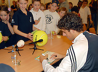 21-2-07,Tennis,Netherlands,Rotterdam,ABNAMROWTT, Kidsday, autographs with Robin Haase
