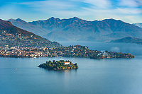 Italy, Piedmont, Stresa:  Isola Madre, the largest of the five Borromean Islands (Isole Borromee) of lake Lago Maggiore with Palazzo Madre (museum), behind town Verbania | Italien, Piemont, Stresa: Blick auf die groesste der fuenf Borromaeischen Inseln - Isola Madre mit dem Palazzo Madre (Museum), dahinter die Stadt Verbania