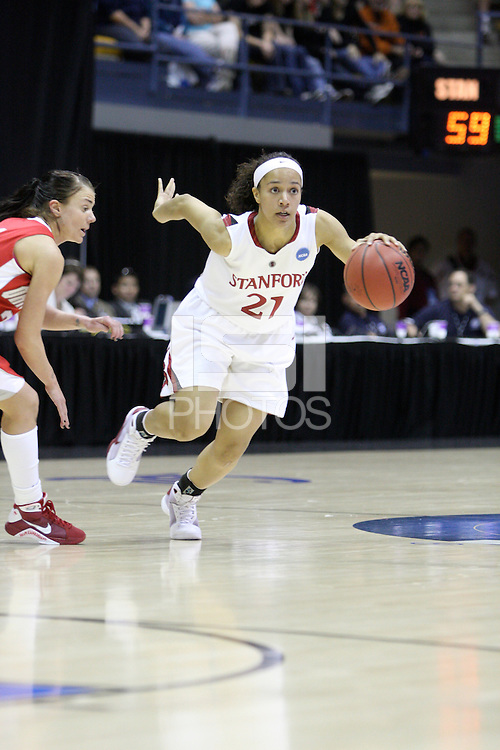 BERKELEY, CA - MARCH 30: Ros Gold-Onwude sets up the offense during Stanford's 84-66 win against the Ohio State Buckeyes on March 28, 2009 at Haas Pavilion in Berkeley, California.