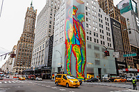 NEW YORK, EUA, 10.01.2019 - ARTE-EUA - Uma obra de arte de 12 andares na faixada da loja Louis Vuitton marca o lançamento da coleção masculina 2019 é vista na Quinta Avenida na ilha de Manhattan na cidade de Nova York nos Estados Unidos nesta quinta-feira, 10. (Foto: William Volcov/Brazil Photo Press)