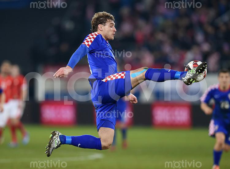 FUSSBALL INTERNATIONALES TESTSPIEL in Sankt Gallen Schweiz - Kroatien       05.03.2014 Nikica Jelavic (Kroatien) am Ball